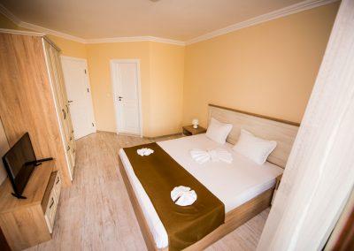35 - 3 bedroom apart