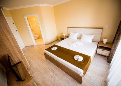 38 - 3 bedroom apart